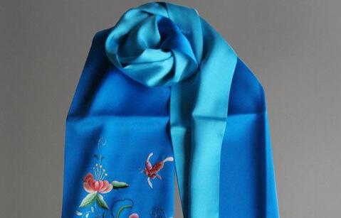 高档丝巾LOGO标志刺绣